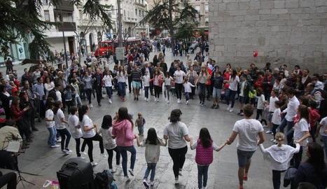 Sardanes per Sant Jordi al Pati de les Comèdies, que el 23 de juliol acollirà les parades de llibres.