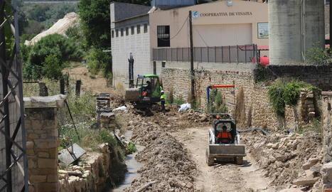 Obres a Vinaixa per reposar la conducció de la Mancomunitat d'Aigües de les Garrigues.