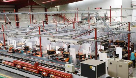 Cortines de seguretat col·locades a les instal·lacions de Fruits de Ponent, a Alcarràs.