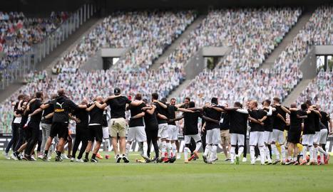 Els jugadors del Mönchengladbach celebren la classificació.
