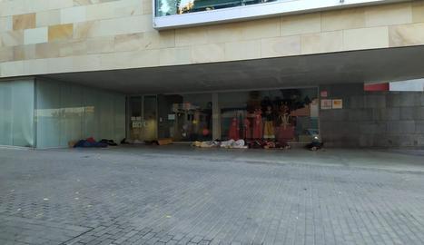 L'exterior de l'hotel Ibis, ubicat a la zona d'expansió de Copa d'Or i al costat de l'Ll-11.