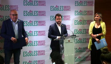 El conseller d'Educació, Josep Bargalló; el vicepresident del Govern, Pere Aragonés, i la consellera de Salut, Alba Vergés, durant la roda de premsa.