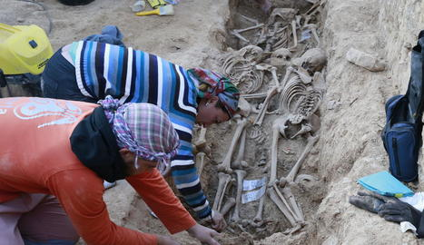 Restes de cadàvers de soldats en rases al cementiri vell del Soleràs, a les Garrigues.