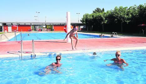 Les piscines d'Aitona, al Baix Segre, també van obrir ahir.