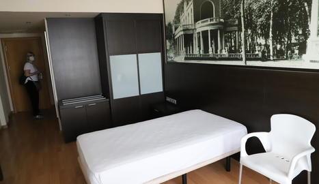 Imatge d'una de les vuitanta habitacions de l'hotel Nastasi, que reobrirà després d'un mes.