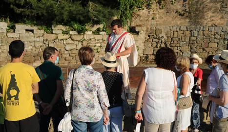 Visitants dissabte en una proposta del Museu de Guissona.