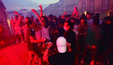 Un moment de la celebració massiva que va tenir lloc a Vitòria dimarts a la nit.