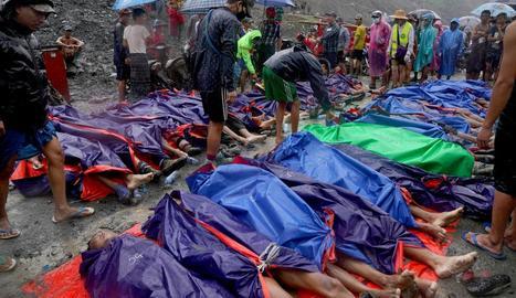 Almenys 126 morts per un lliscament de terres a Birmània