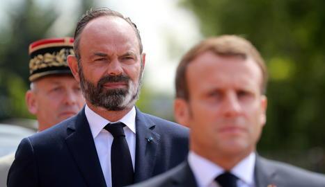 El primer ministre francès, Édouard Philippe (darrere), i el president del país, Emmanuel Macron.
