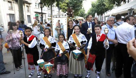 Nens a la romeria dels Fanalets de Sant Jaume de l'any passat.