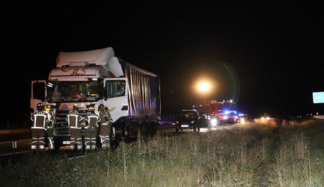 Dos camions van col·lidir a l'autovia a Lleida divendres a la nit.