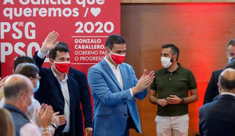 El president Pedro Sánchez acompanyat de Gonzalo Caballero ahir en un acte a la Corunya.