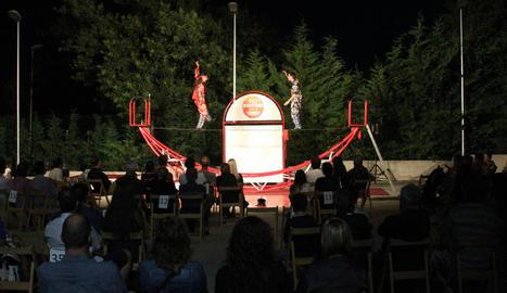 Desenes d'espectadors dissabte a l'espectacle del duo Mortelo & Manzani, a Altet.