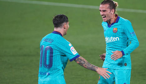 Messi felicita Griezmann, eufòric després de marcar un gran gol de vaselina.