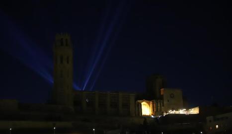 La Seu Vella va ocultar l'espectacle lluminós, emmarcat dins del programa Fase Cultura.