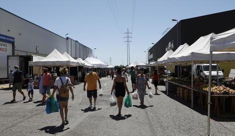 Imatge d'ahir del mercat setmanal de Torrefarrera, que es va celebrar amb trenta parades.