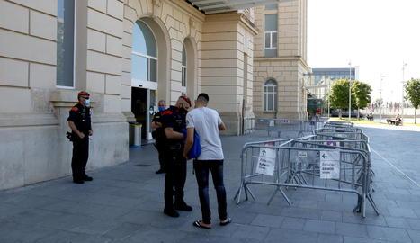 Control dels Mossos d'Esquadra a l'estació de trens de Lleida.