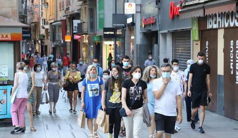La majoria dels lleidatans compleixen al peu de la lletra l'obligatorietat d'utilitzar mascareta al carrer.