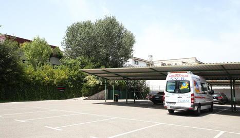 L'aparcament de l'hotel Nastasi, on estan confinats temporers i sensesostre amb Covid.