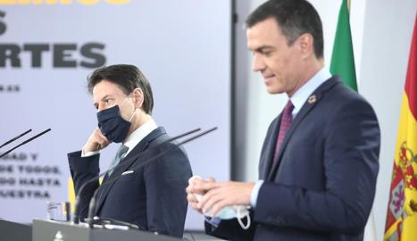 El primer ministre de la República Italiana, Giuseppe Conte, i Pedro Sánchez, ahir, en roda de premsa.