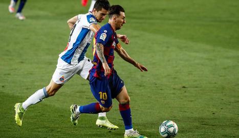 Luis Suárez, al marcar              el gol de la victòria blaugrana.