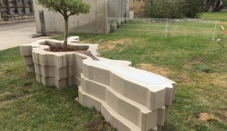 Aquesta és l'escultura que la Paeria ha instal·lat al cementiri de Lleida en homenatge als lleidanats morts durant el confinament
