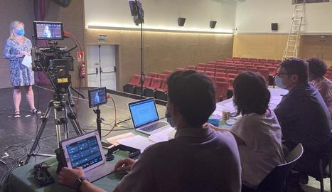 Una trentena de persones van participar en l'audició d'ahir al Cinema Era Audiovisuau de Vielha.