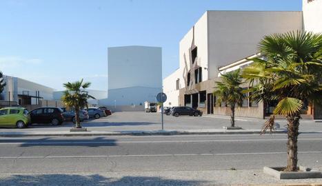 Imatge d'instal·lacions de la làctia al Pla d'Urgell.