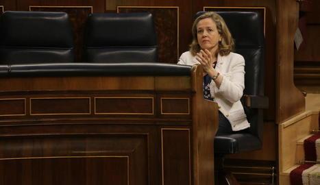 Nadia Calviño, al seu escó en una sessió del Congrés.