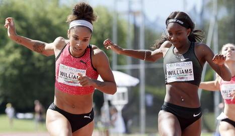 Bianca Williams, a la dreta, durant una carrera.