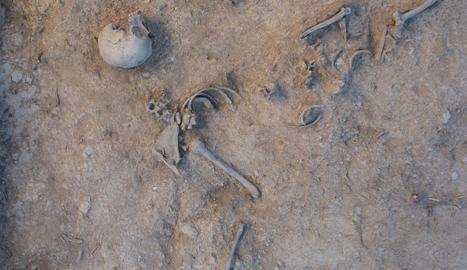 Vista dels treballs d'excavació arqueològica en una de les fosses localitzades al Cogul.