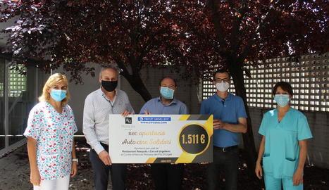 Imatge de la donació de l'autocine al CAP de Mollerussa.