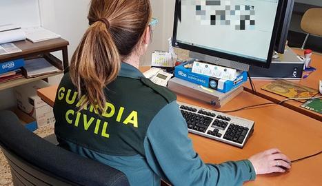 Imatge d'arxiu d'una operació de la Guàrdia Civil contra la difusió de fotografies a la xarxa.