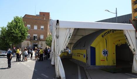 La carpa para pruebas de Covid-19 instalada junto al CUAP de Prat de la Riba.