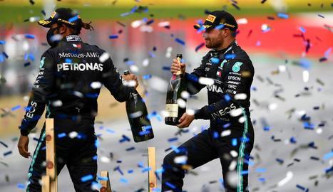 Hamilton i Bottas celebren el doblet de Mercedes, que també domina la general del Mundial.