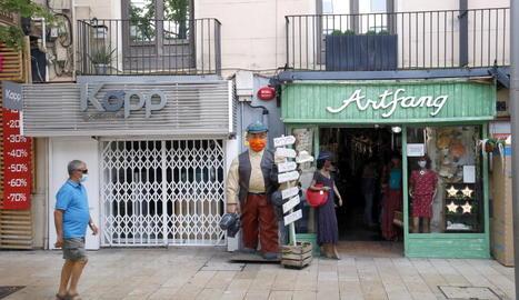 Confusió entre comerciants i hostalers davant la incertesa d'un confinament més dur en vuit municipis del Segrià