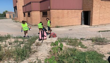 Els joves es consciencien de la importància de la neteja i el civisme.