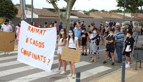 Imagen de la manifestación contra el confinamiento esta tarde en Lleida.
