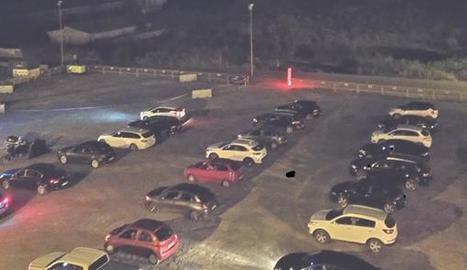 Seixanta vehicles van omplir l'esplanada de l'autocine.