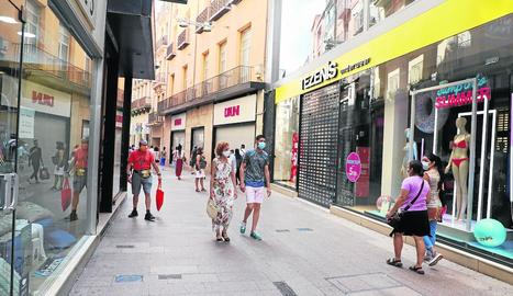 Les poques botigues que no van obrir ahir a l'Eix eren, majoritàriament, franquícies.