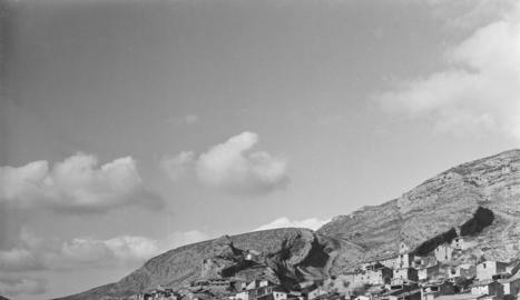 Una vista de Tragó de Noguera, al marge esquerre del riu Noguera Ribagorçana, abans del pantà.