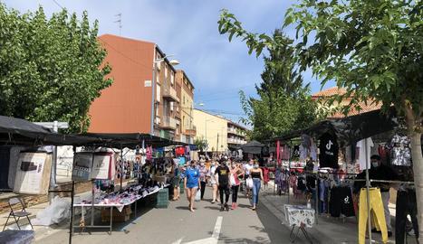 Imatge d'ahir del mercat setmanal de Mollerussa.