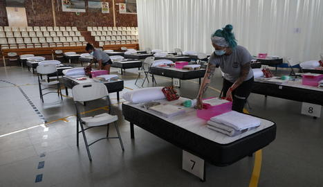 Imatge dels preparatius d'ahir al pavelló de Torres de Segre.