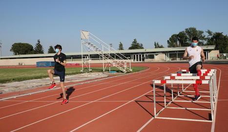 Les pistes d'atletisme de les Basses, que va reobrir la Paeria fa unes setmanes, tornen a tancar.