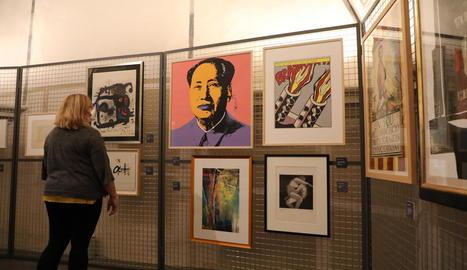 La col·lecció Gelonch de gravats, ahir a la foto, un gran atractiu per visitar el Museu de Lleida.