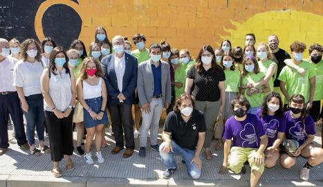 Chakir el Homrani (al centre), amb alguns dels participants al camp de treball de Cervera.