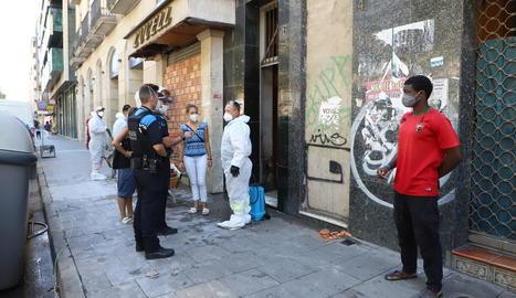 Agents de la Guàrdia Urbana van ser presents durant les tasques de paredat.