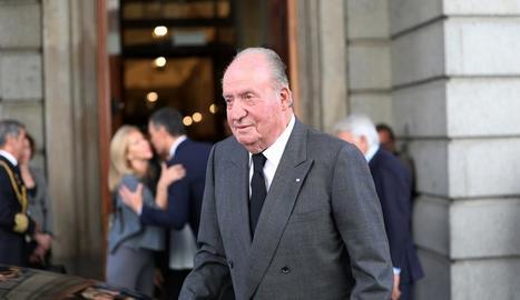 """Joan Carles I presumptament va """"regalar"""" a Corinna 65 milions."""