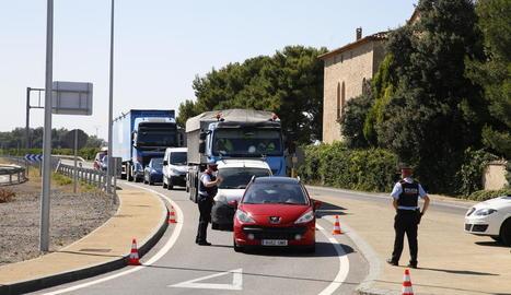 Un control dels Mossos d'Esquadra ahir a la carretera N-240 al terme municipal de Torregrossa.