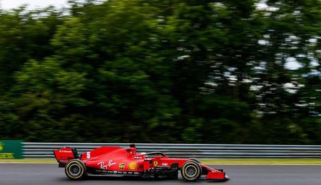 Sebastian Vettel va ser ahir el millor sobre mullat en la sessió lliure a Hungaroring.